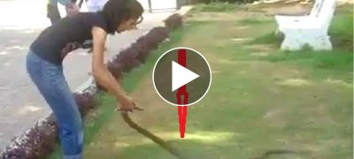 Brave Indian Girl Catches Cobra Snake With Her Bare Hands